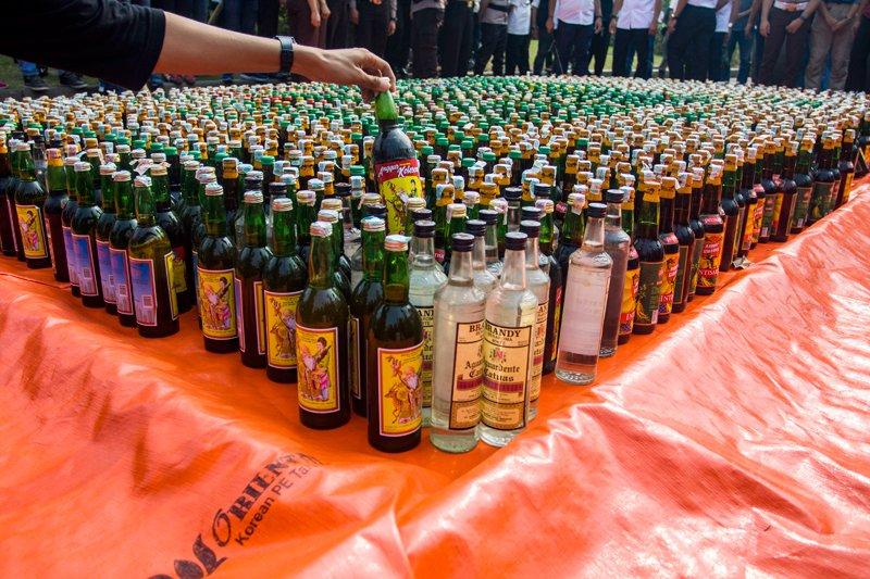 Polsek Cengkareng sita ratusan botol miras