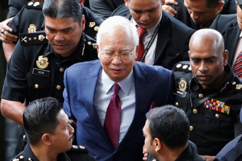 Najib Razak didakwa terima suap, salahgunakan dana