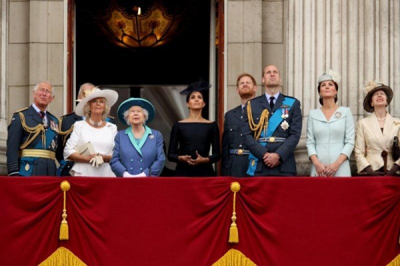 Pangeran Charles kena COVID-19, Pangeran Harry ingin