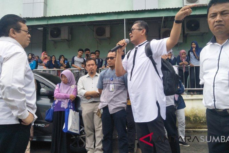 Dinkes mediasi permasalahan petugas medis dengan Direktur RSUD Padang Pariaman (Video)
