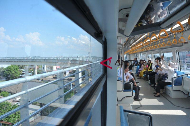 Gubenur Sumsel ajak masyarakat naik LRT