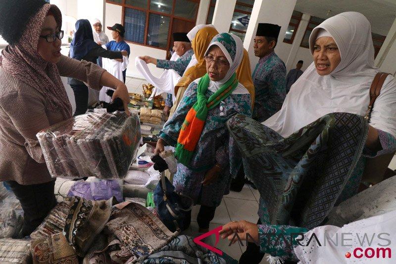 Pedagang pernak pernik haji musiman