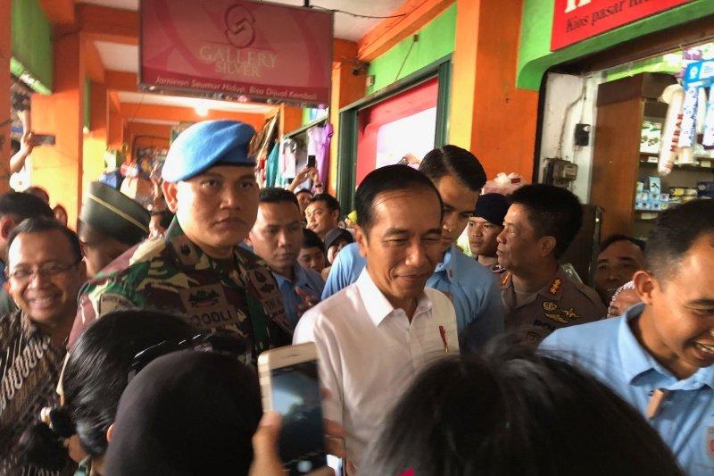 Jokowi membeli pisang raja di Pasar Kranggan Yogyakarta (video)