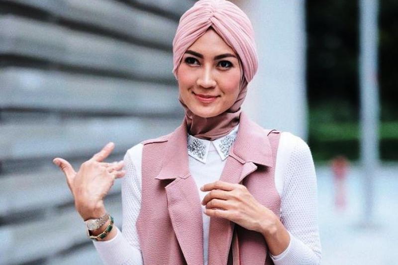 Model Steffy Burase penuhi panggilan KPK jadi saksi kasus suap gubernur Aceh