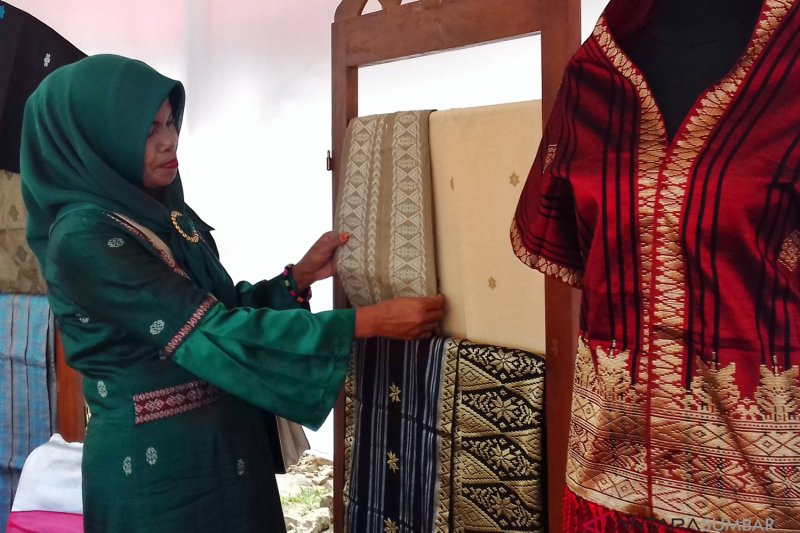BUMN Hadir - Bazar UMKM meriahkan HUT RI di Sawahlunto