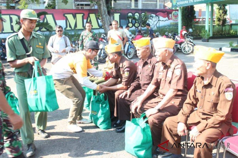Veteran Garut dapat bantuan paket pangan