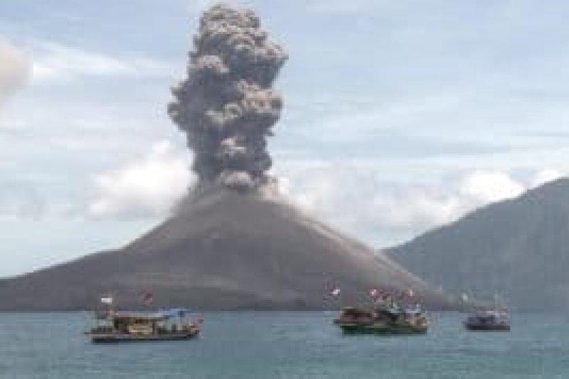 Gunung Anak Krakatau alami 49 kegempaan letusan