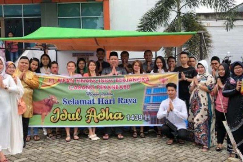 Sambut Hari Raya Idul Adha, PT Rifan Financindo Pekanbaru Berkurban Dua Ekor Sapi