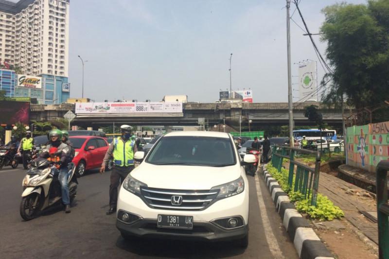 254 mobil ditilang di Jalan RA Kartini Sabtu hingga pukul 10.00 WIB