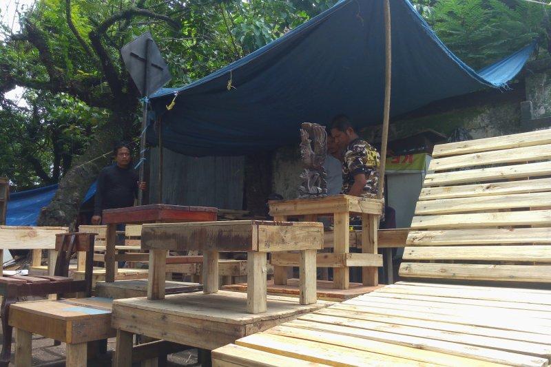 Kursi Kayu Bekas Jogja  perajin ini olah kayu bekas jadi perabot baru video