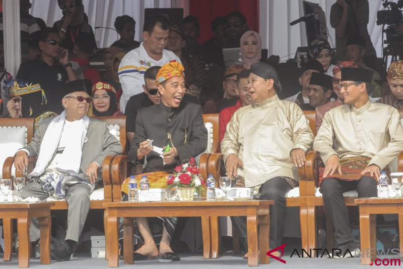 Jokowi dan Sandiaga hadiri acara ulang tahun Kadin