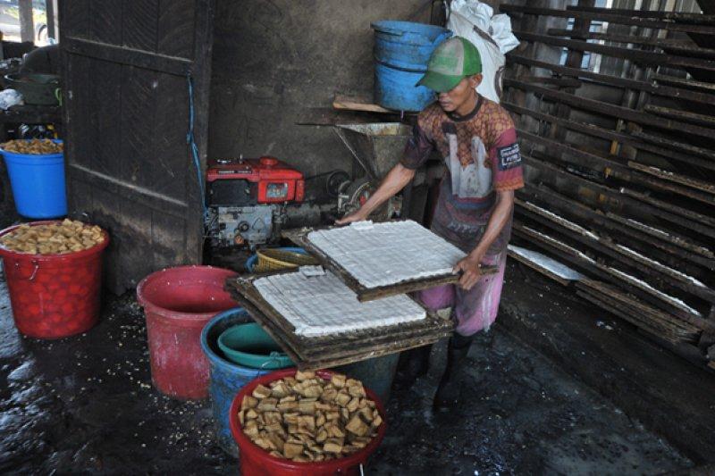Harga produk berbahan baku kedelai di Palembang