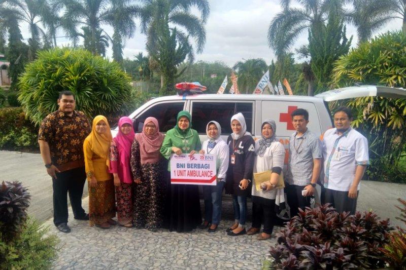 BNI serahkan ambulance dan sarana belajar untuk kampus Undhari