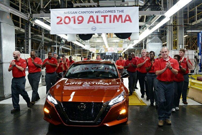 Nissan rayakan dimulainya produksi Altima di Mississippi