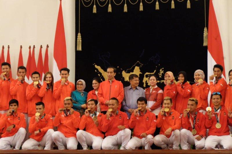 Presiden menyapa kontingen pada penutupan Asian Games 2018 dari Lombok