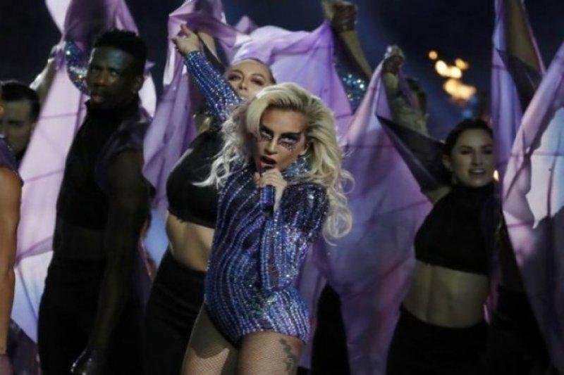 """Pemutaran film """"A star is bom"""" di bintangi Lady Gaga diganggu halilintar"""