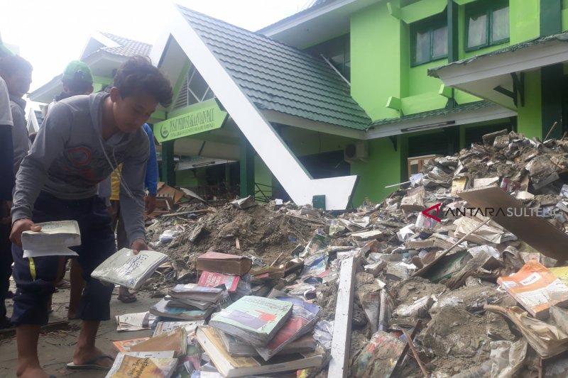 Ribuan buku perpustakaan IAIN rusak dihantam tsunami