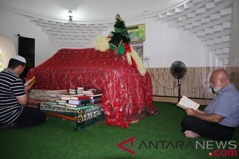 Hoaks, orang-orang di China berebut Al Quran