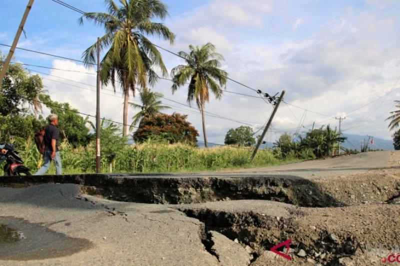 Warga Sigi desak pemerintah  segera perbaiki jalan rusak akibat gempa dan likuefaksi