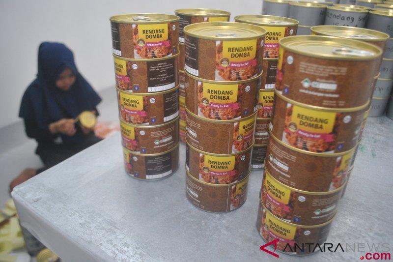 Sumbar bantu 1,4 ton rendang untuk korban tsunami