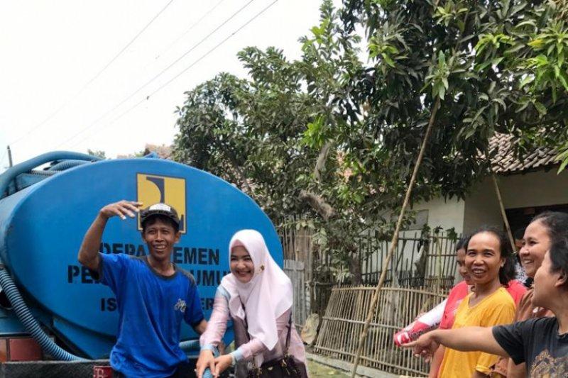 Dewi Aryani beri air bersih kepada warga Kabupaten Tegal