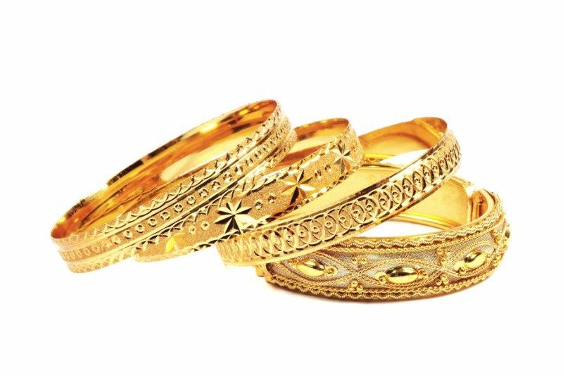 Harga emas alami kenaikan dengan melemahnya dolar dan saham