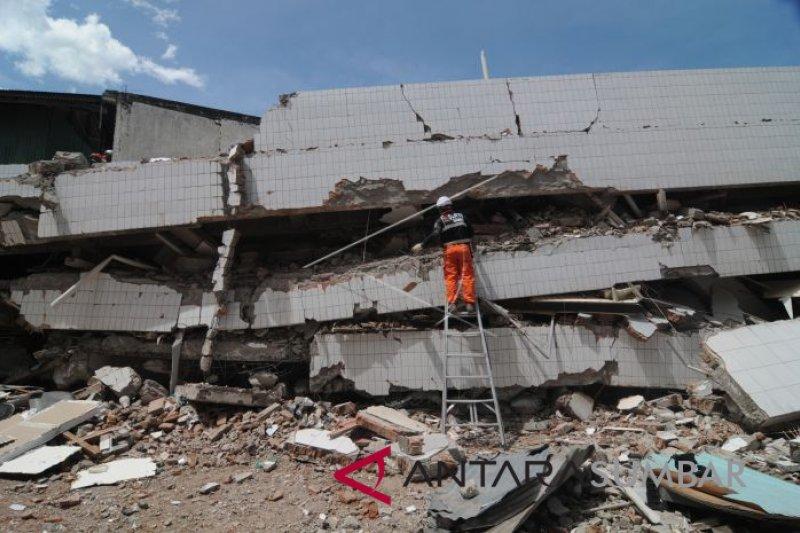Nusantara Untuk Jokowi serahkan bantuan bencana Lombok