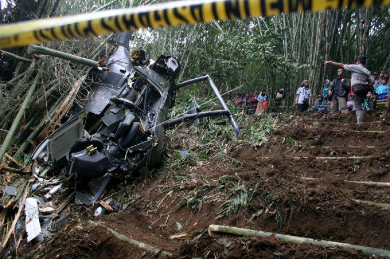 Helikopter militer Belanda jatuh di Karibia, dua tewas