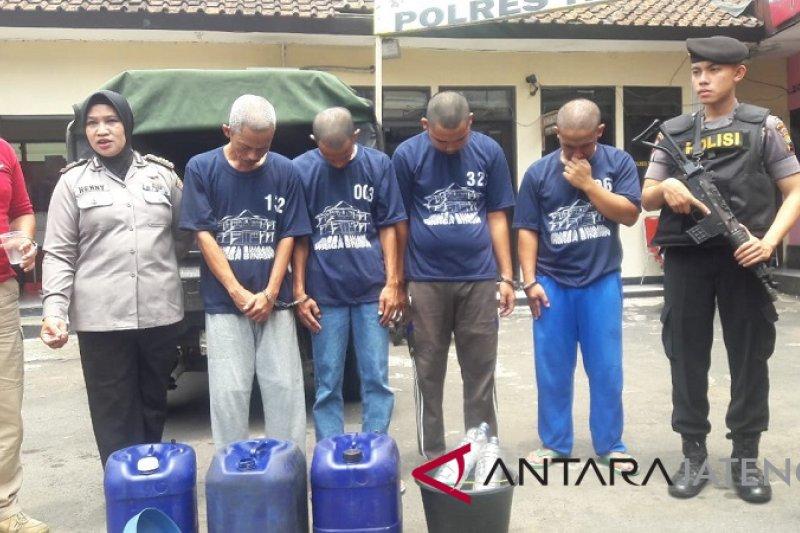 Polisi Temanggung bongkar penipu takaran minyak goreng