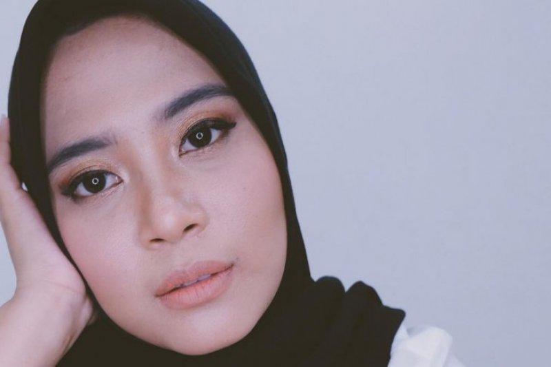 Perancang busana Restu Anggraini promosikan jilbab tahan air