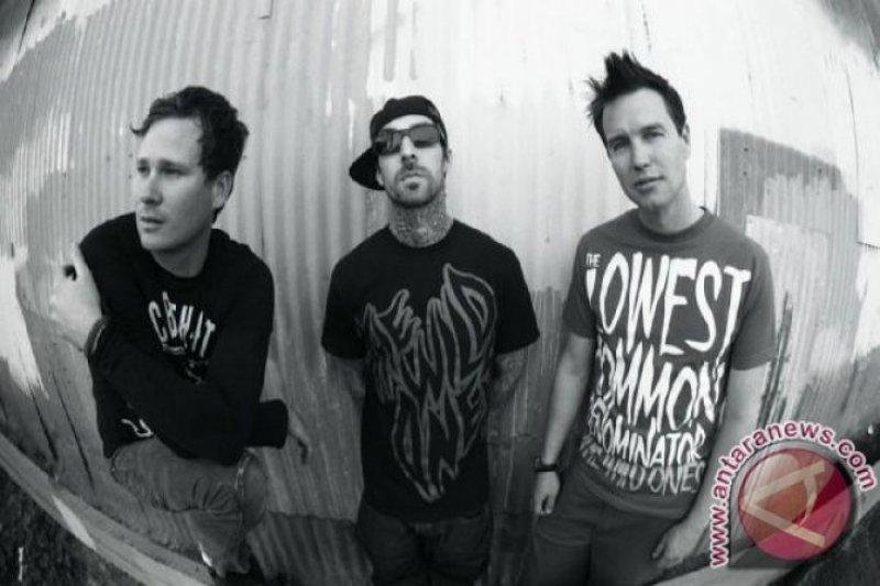 Travis Barker dan Tom DeLonge isyaratkan reuni Blink-182?