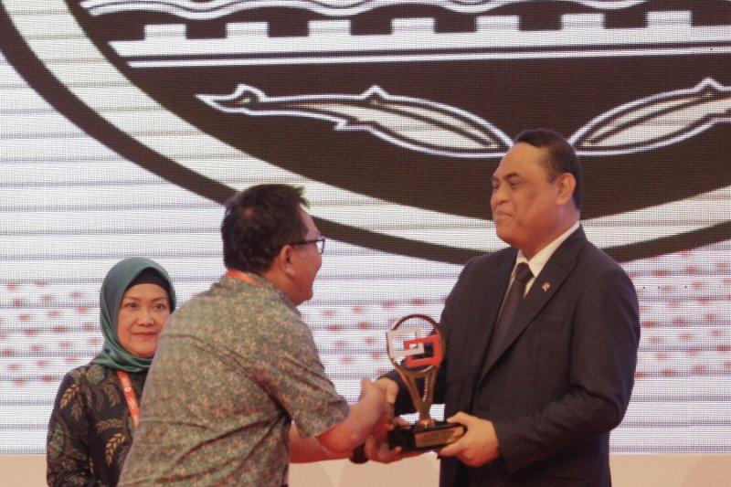 Semarang raih penghargaan pengelola laporan masyarakat terbaik