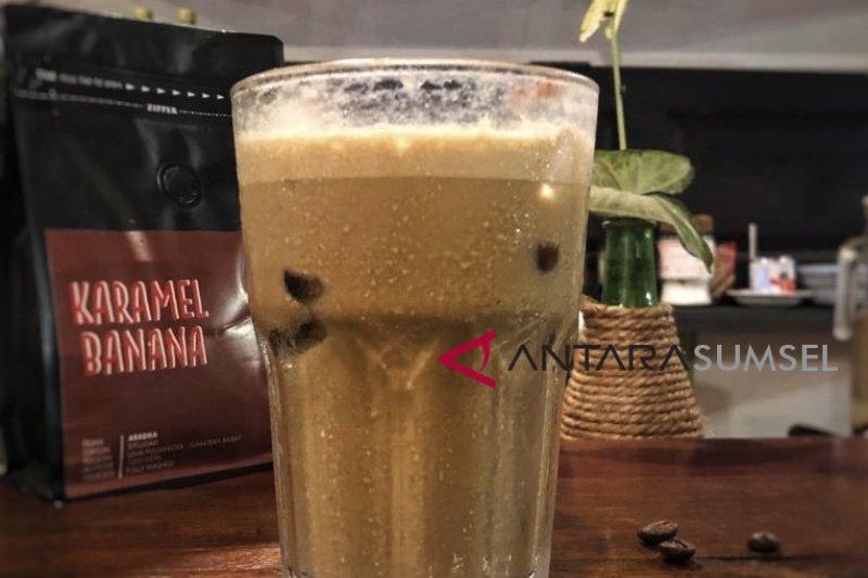 """Menciduk nikmatnya es kopi susu """"Plakor"""" di Pladjoe Koffie"""