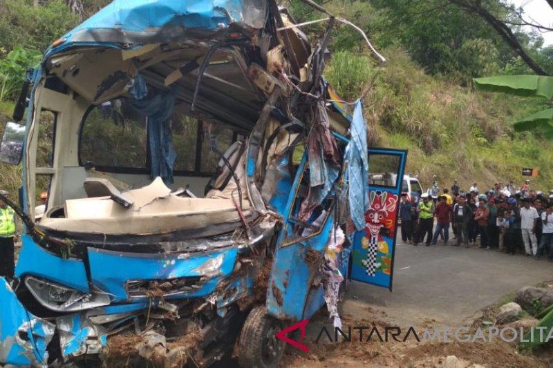 Kecelakaan bus maut, 33 orang tewas