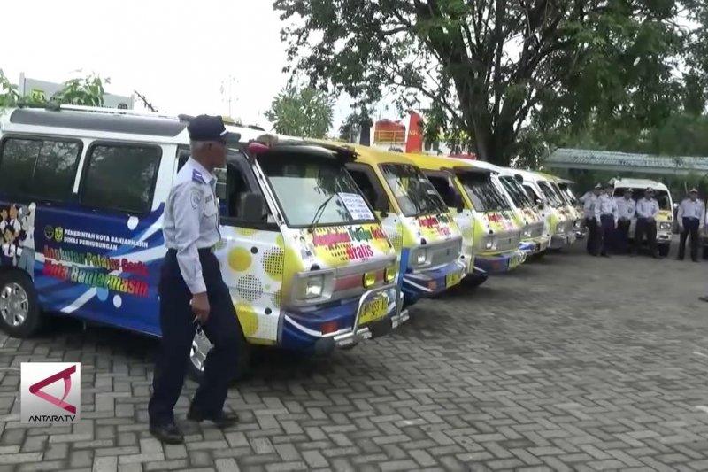 Pelajar Banjarmasin bersekolah dengan Taksi Ceria