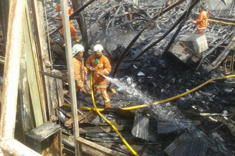 Kebakaran pabrik mebel di Jakarta Utara masih bisa berlanjut