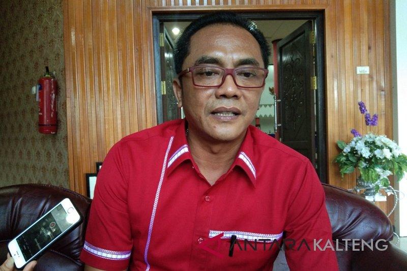 Pemkot diminta terbitkan intruksi pemasangan bendera merah putih