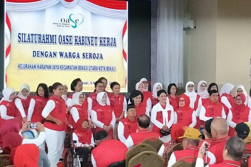 Ibu Negara bersilaturahim dengan warga Seroja Bekasi