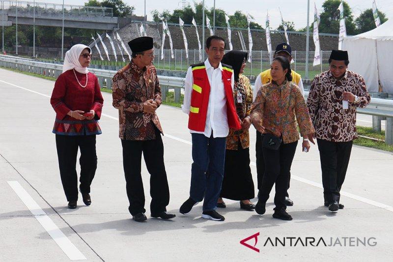 Jokowi minta daerah integrasikan tol dengan kawasan industri dan wisata