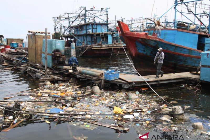 Sampah plastik yang masuk ke Teluk Jakarta mayoritas styrofoam