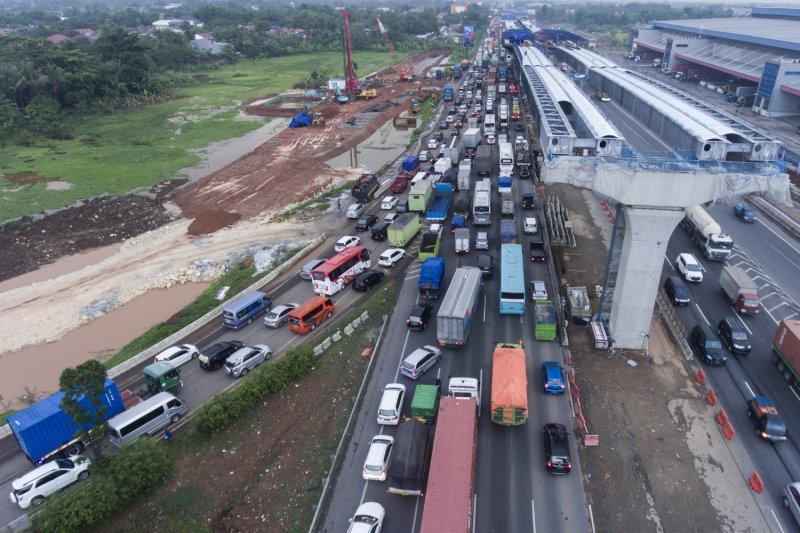 Pengusaha truk tidak rugi signifikan akibat larangan lintas Tol Jakarta-Cikampek