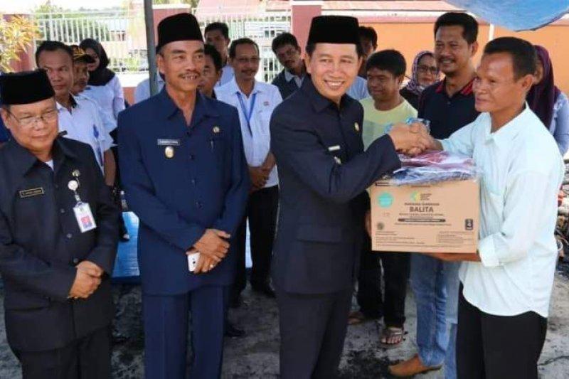 Bupati Barut serahkan bantuan korban kebakaran