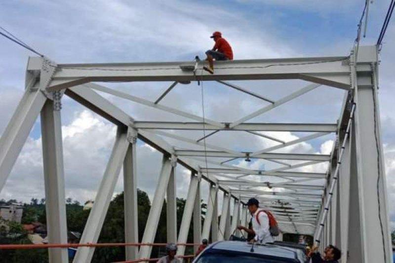 Pemkab Barut pasang CCTV di Jembatan KH Hasan Basri Muara Teweh