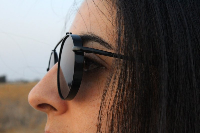 Tips pilih kacamata hitam untuk lindungi mata