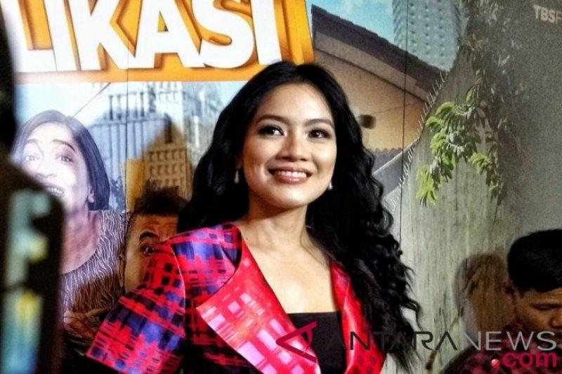 """Titi Kamal menikmati peran konyol di film """"Sesuai Aplikasi"""""""