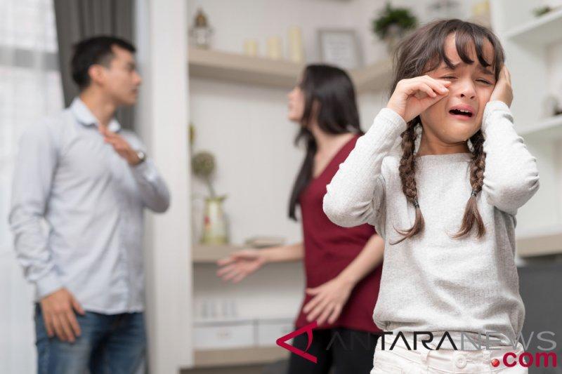 Peneliti Orang Tua Bekerja Miliki Masalah Komunikasi Dengan Anak