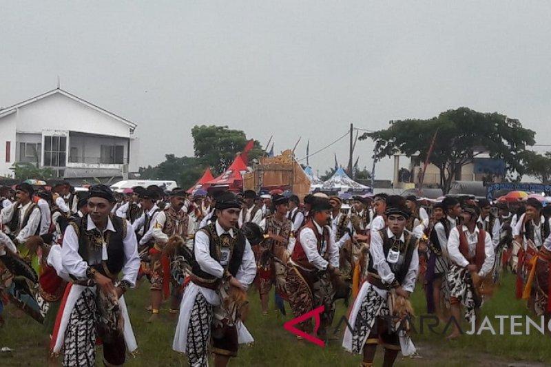 Seribu penari kuda lumping tampil di Temanggung