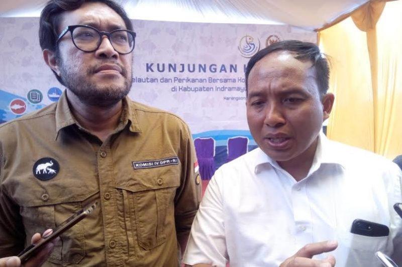 KKP berikan bantuan kepada nelayan Indramayu