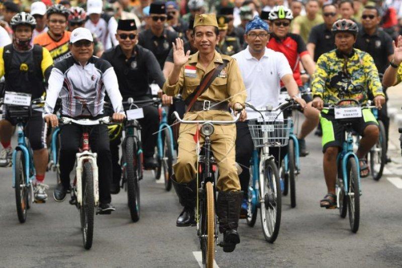 Puluhan hadiah dibagikan peserta gowes, Jokowi hanya mampu 5 km