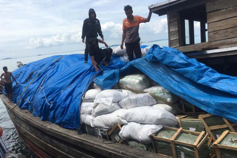 BC Kepri tangkap kapal bawa pakaian bekas